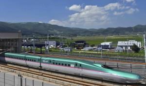 Shinkansen train entering Shin-Hakodate-Hokuto Station