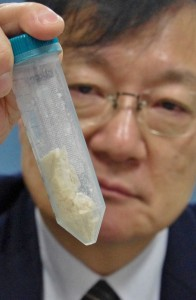 Akita University Professor Ito showing natto-derived antibacterial peptides (in Akita city, Akita Prefecture)