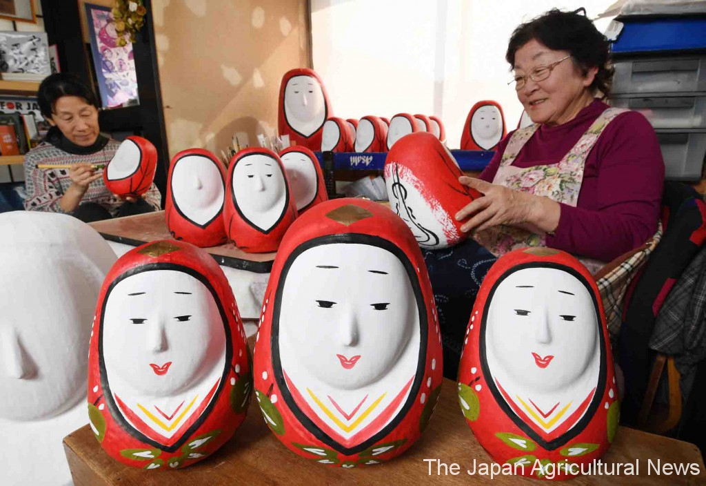 Meiko Goto (right) and her daughter-in-law Kumiko make smiling Hime Daruma dolls in their atelier in Takeda, Oita Prefecture.