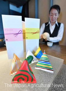 "Uogashi Meicha sells ""Cha Cha Cha"" tea leaves for single serving in a colorful triangular packaging (in Ginza, Tokyo)"