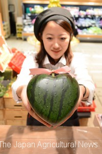 Without saying a word, heart-shaped watermelons express appreciation and love to mothers.