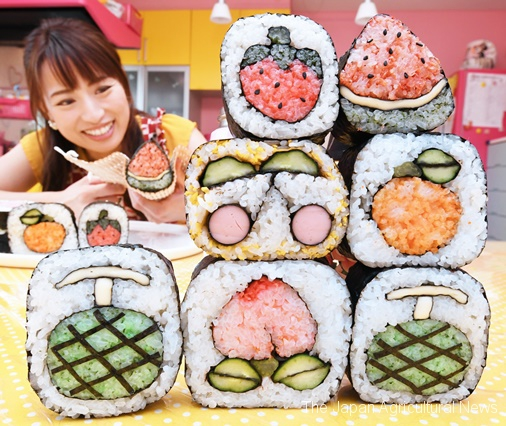 Yamaoka showing her kazari makizushi featuring fruits. It'll take only 15 minutes to make simple ones, according to her.