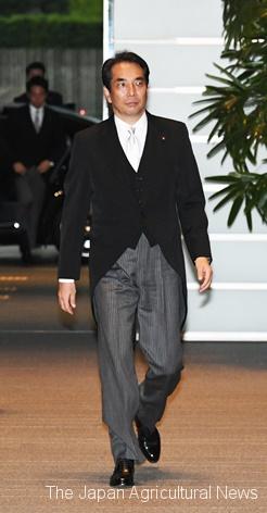 Taku Eto entering prime minister's office (on September 11 in Nagata-cho, Tokyo)
