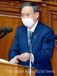 Prime Minister Yoshihide Suga delivers a policy speech at the Lower House plenary session on Oct. 26.